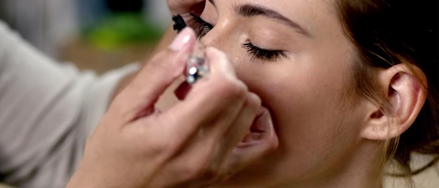 84a76740488 How to Apply Lash Domination Mascara and Ink Eye Liner   bareMinerals